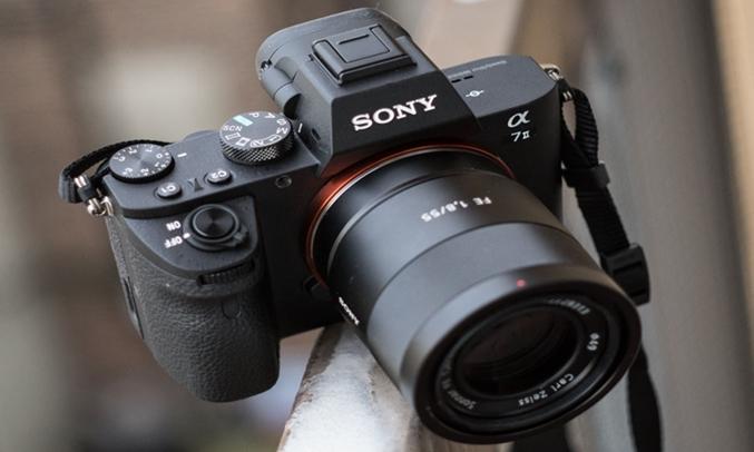 Máy ảnh Sony Alpha ILCE-72M2K tính năng full-frame trong thiết kế nhỏ gọn