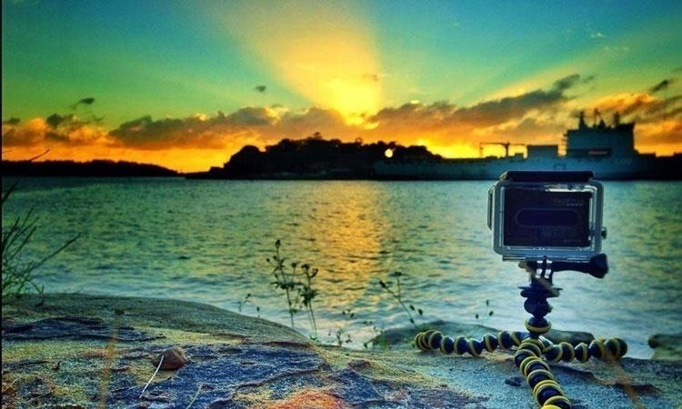 Thay vì ngồi canh hàng giờ, bạn có thể dùng chế độ Time lapse để ghi lại cảnh mặt trời lặn