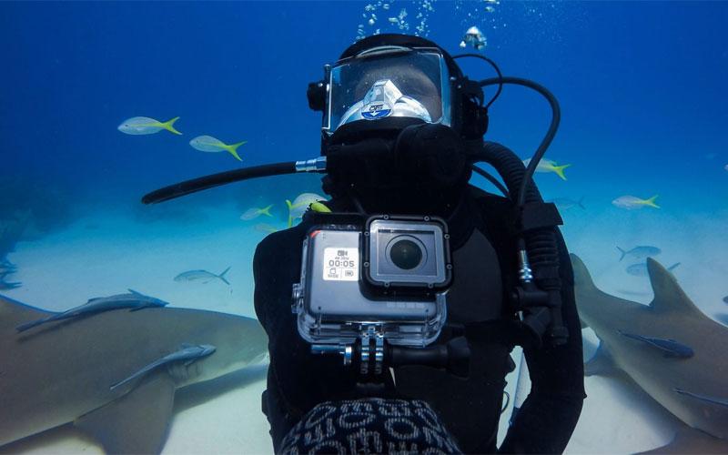 Hộp chống nước giúp bạn vô tư mang GoPro theo bên mình về vùng biển vắng