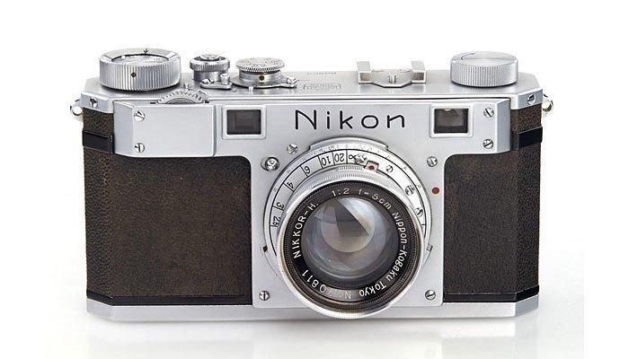 Máy ảnh Nikon đấu giá được 406 ngàn USD
