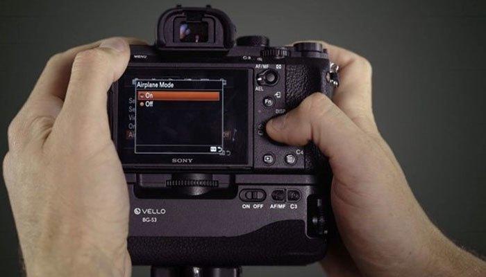 Tiết kiệm pin máy ảnh bằng cách tắt các kết nối không dây