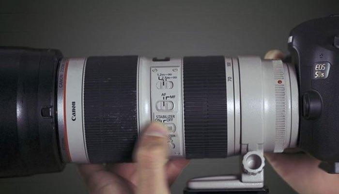 Nhớ tắt chống rung khi pin máy ảnh báo sắp hết nhé!