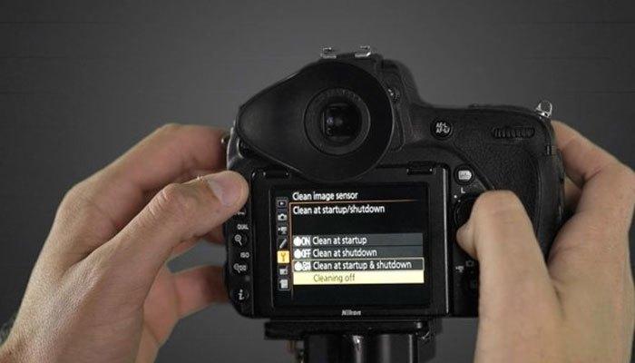 Tắt tự động vệ sinh cảm biến để tiết kiệm pin máy ảnh