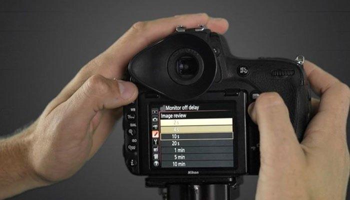 Giảm thời gian xem lại để tiết kiệm pin máy ảnh