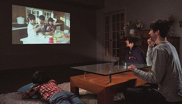 Máy quay phim Sony trình chiếu video trực tiếp