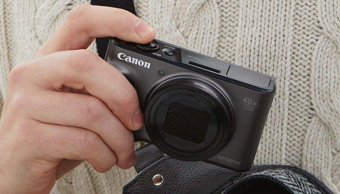 Trọng lượng máy ảnh Canon nhẹ giúp người dùng dễ dàng cầm nắm sử dụng