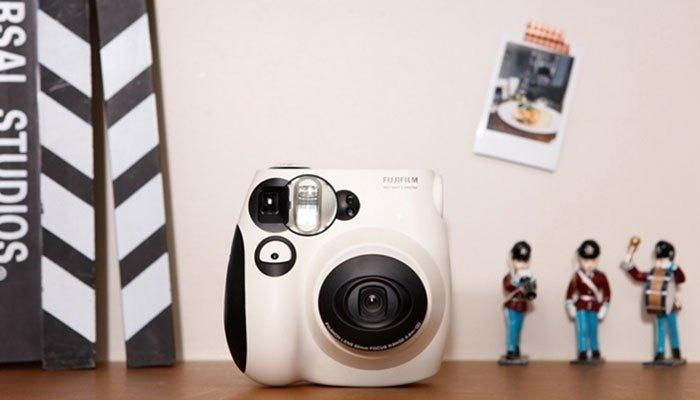 Thiết kế máy ảnh lấy liền thời trang