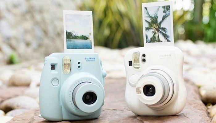 Máy ảnh lấy liền tiện lợi có ngay hình ảnh chỉ cần 1 nút bấm
