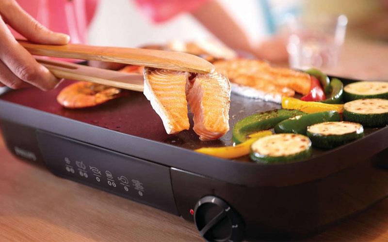 Bếp nướng điện được tích hợp đa dạng phím điều khiển để người dùng tiện lợi trong việc sử dụng