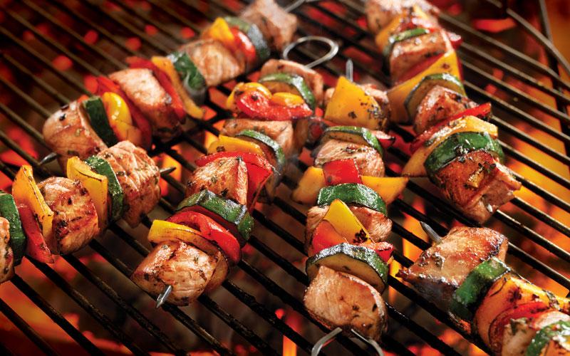 Khi nướng với bếp than, khói sẽ bám vào thực phẩm gây ra nhiều chất độc cho cơ thể của bạn