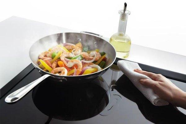 Ngại gì vết bẩn với bếp điện từElectrolux