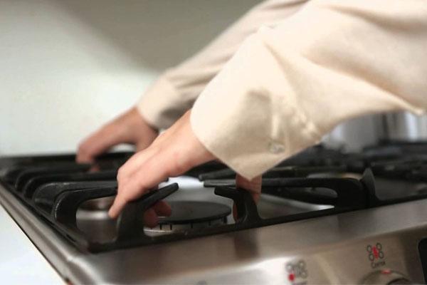 Vệ sinh bếp gas sẽ mang lại vẻ thẩm mỹ cho thiết bị và còn giúp món ăn được nấu nhanh chóng