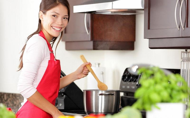 Đối với một căn bếp hiện đại, máy hút khói là không thể thiếu cho một không gian nấu nướng thật sạch thoáng