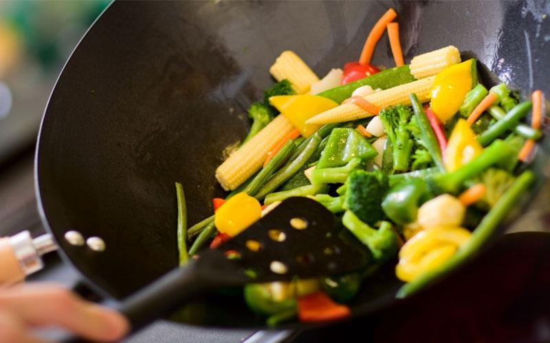 Tiêu thụ rau xanh hàng ngày sẽ giúp tăng cường thị lực, kiểm soát cân nặng, ngăn ngừa ung thư và phòng chống các vấn đề về tim mạch