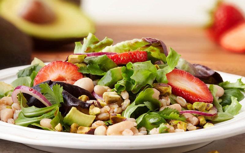 Vì có nguyên liệu còn sống và tính chua nên salad hay các món nộm gỏi thường không để được lâu