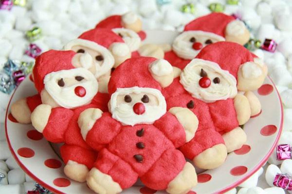 Cách thực hiện món bánh quy ông già Noel khá đơn giản với những nguyên liệu quen thuộc thường ngày