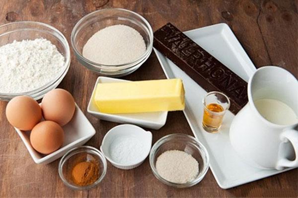 Những nguyên liệu cần chuẩn bị cho món bánh chocolote phủ kem đầy thơm ngon