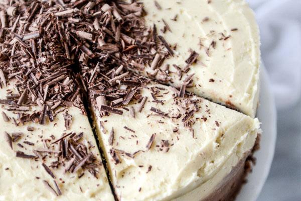 Món bánh kem chocolate phủ kem làm bằng lò nướng thủy tinh đã ra lò đầy hấp dẫn rồi đây!