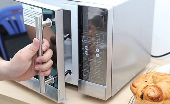 Lò vi sóng Sanyo EM-G3730V cho món nướng thơm ngon