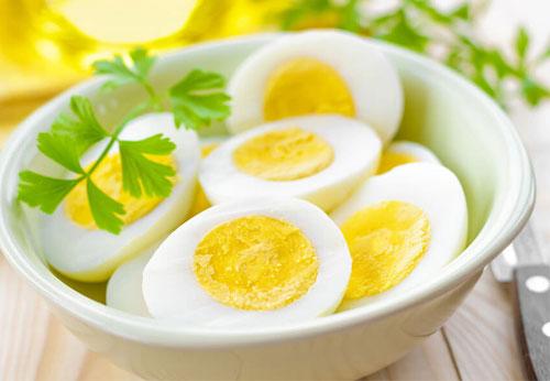 Chất dinh dưỡng của trứng gà sẽ mất đi khi hâm lại với lò vi sóng