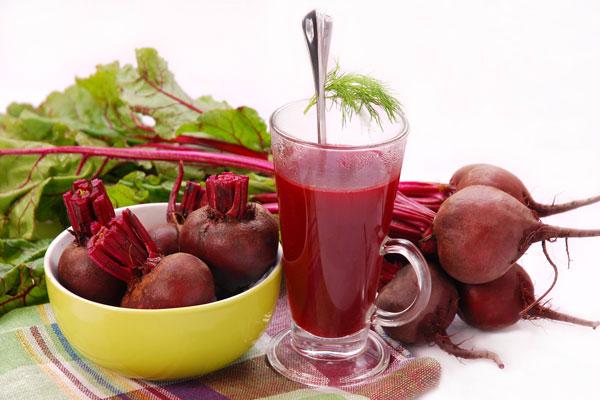 Củ cải đường giúp giải độc tố trong gan và cung cấp lượng lớn chất sắt. Nên ép với máy ép trái cây