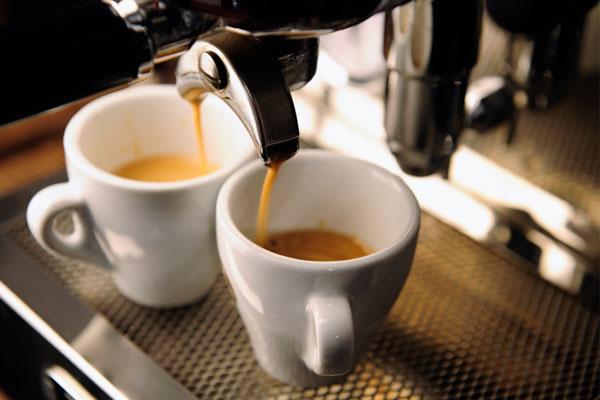 Đừng nghĩ cà phê chảy nhanh sẽ tiết kiệm được thời gian nhé vì khi đó hương vị bạn mong muốn sẽ không đảm bảo đâu!