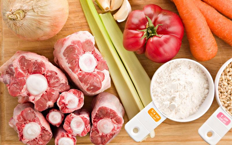 Món canh rau củ với xương hầm sẽ bổ dưỡng hơn rất nhiều nếu bạn không châm nước lạnh liên tục trong quá trình nấu
