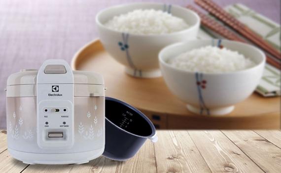 Nồi cơm điện Electrolux ERC3405 phần lòng được làm bằng nhôm chống dính, an toàn sức khỏe