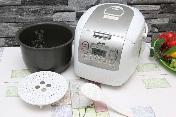 Vừa nấu cơm nhanh chóng, vừa đảm bảo an toàn sức khỏe nhờ chất liệu cao cấp là những gì nồi cơm điện tử Toshiba mang lại cho bạn
