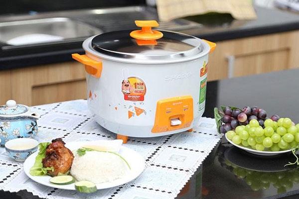 Bạn nên canh thời gian nấu cơm trước bữa ăn hợp lý để đảm bảo độ nóng cần thiết