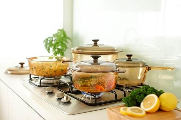 Bạn nên nhờ nhân viên tư vấn chọn bộ nồi phù hợp với nhu cầu sử dụng, loại bếp ở nhà, cũng như các thương hiệu uy tín để bạn dễ dàng mua được sản phẩm ưng ý tặng mẹ 20/10 nhé!