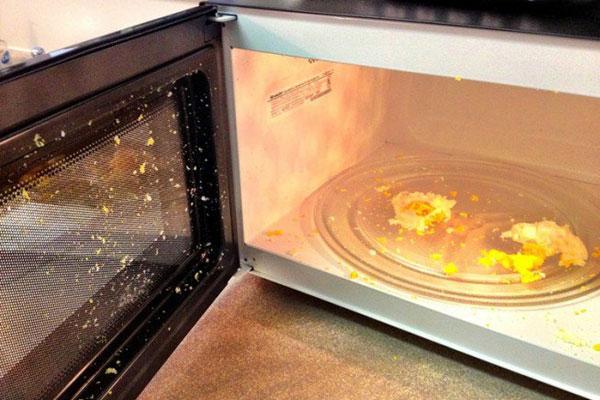 Trứng có thể phát nổ nếu bạn chế biến trong lò vi sóng không đúng cách