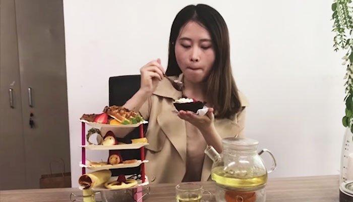 Bữa tiệc trà hoành tráng với máy sấy tóc