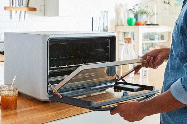Thay ngay kính lò nướng bị vỡ để không phải tiêu tốn điện năng oan uổng
