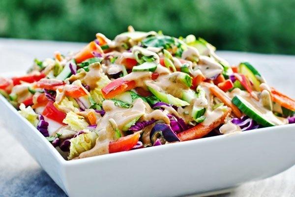 Salad bắt mắt được làm siêu nhanh bằng lò vi sóng