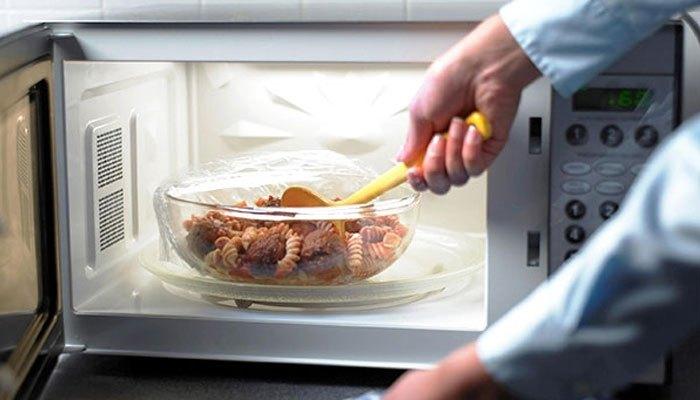Lò vi sóng nấu nhanh nên sẽ giảm việc mất chất dinh dưỡng