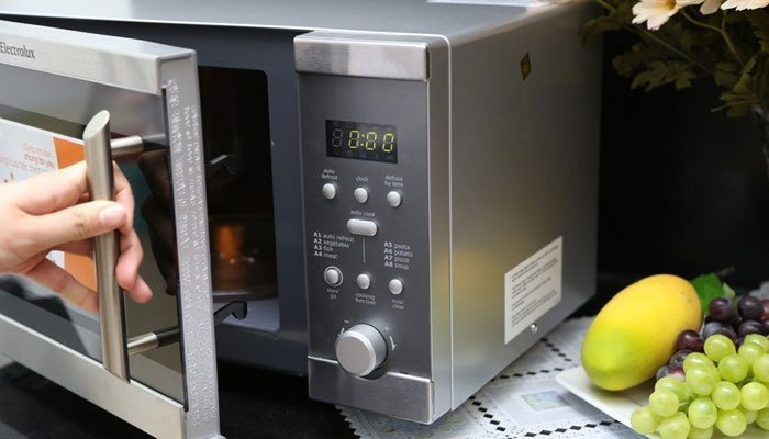 Sửa ngay lò vi sóng khi bị hở điện