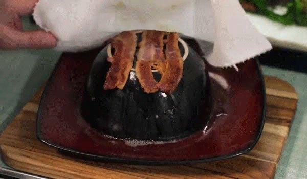 Thịt được nóng bằng lò vi sóng theo cách này được chín vàng đều, ít béo