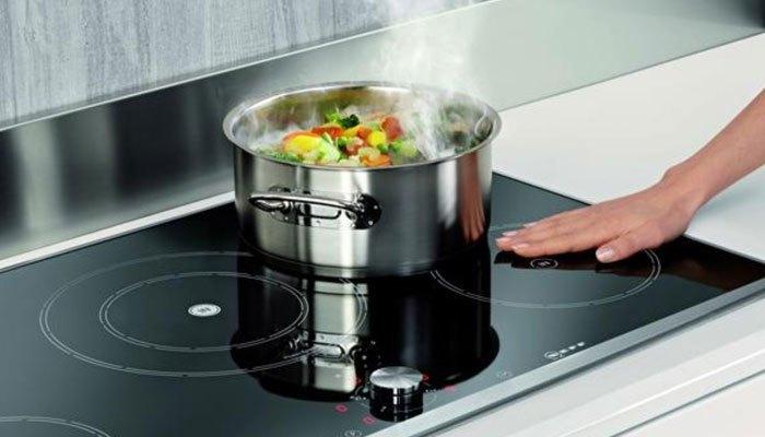 Dùng bếp điện từ sẽ không lo bị bỏng khi vô tình chạm phải
