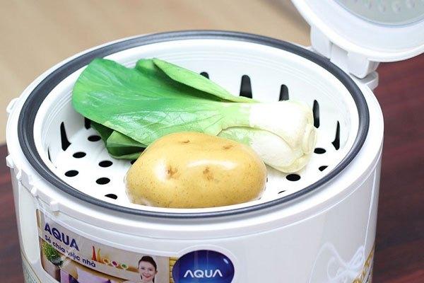 Hấp thức ăn dễ dàng với xửng hấp đi kèm nồi cơm điện Aqua