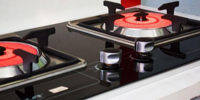 Bếp gas hồng ngoại nấu chín thức ăn bằng phần nhiệt trên đầu đốt