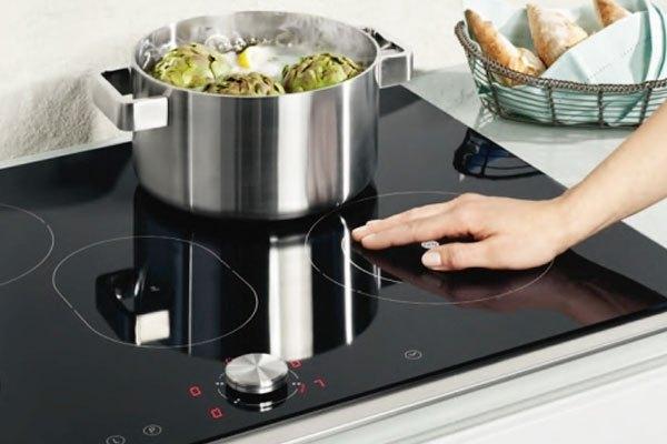 Bề mặt không tỏa nhiệt giúp bếp điện từ nấu ăn nhanh chóng và không gây phỏng cho người dùng
