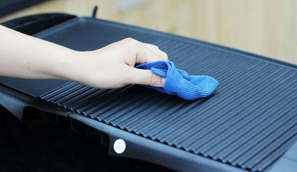 Chất liệu bếp nướng điện tốt vừa đảm bảo an toàn cho sức khỏe, vừa dễ dàng hơn trong việc vệ sinh sau mỗi lần sử dụng