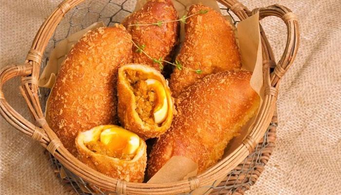 Món bánh cà ri thơm ngon, hấp dẫn sẽ rất tiện để bạn mang theo khi đi chơi xa đấy!