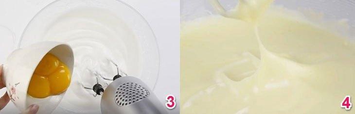 Cho lòng đỏ trứng vào tô và tiếp tục dùng máy đánh trứng đánh ở mức thấp nhất