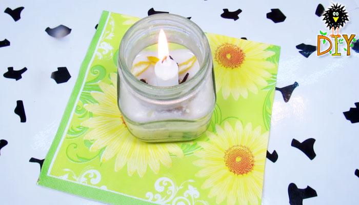 Cuối cùng, bạn chỉ cần đốt nến lên là xong. Mùi hương từ chanh và hoa đinh hương không chỉ xua muỗi hiệu quả mà còn giúp bạn thư giãn và sảng khoái tình thần hơn đấy!