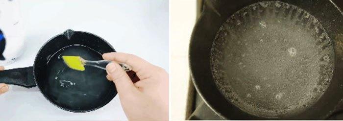 Trộn nguyên liệu làm mochi dâu trong suốt vào nồi