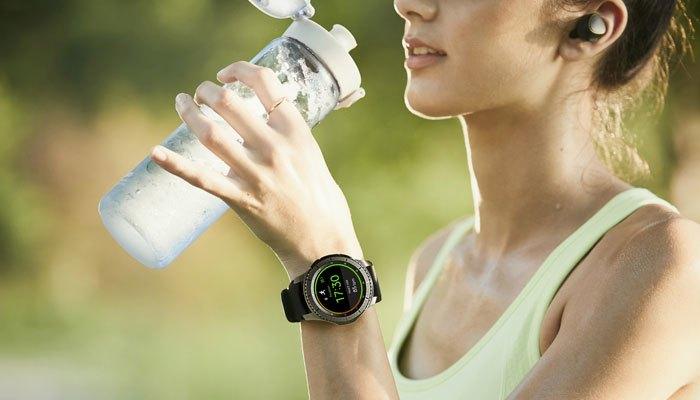 Đồng hồ được tích hợp tính năng GPS giúp xác định vị trí của bạn nhanh chóng, chính xác khi gặp tình huống khẩn cấp