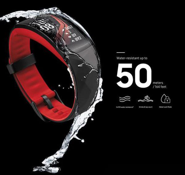 Gear Fit2 Pro có khả năng chống nước đến độ sâu 50m (5ATM)