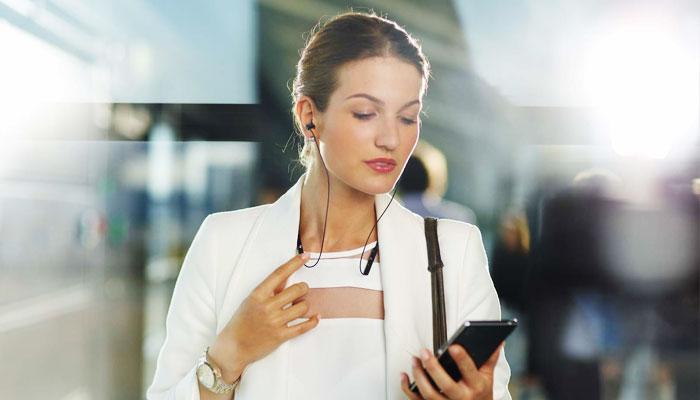 Kết nối tai nghe Bluetooth với điện thoại để hỗ trợ tối ưu trong nhiều hoạt động thường ngày